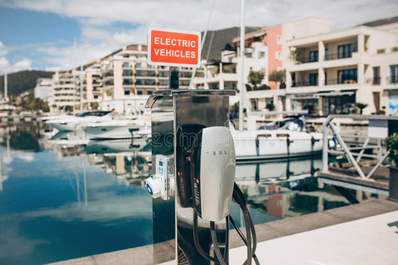 Poste d'essence électrique moderne de Tesla photographie stock