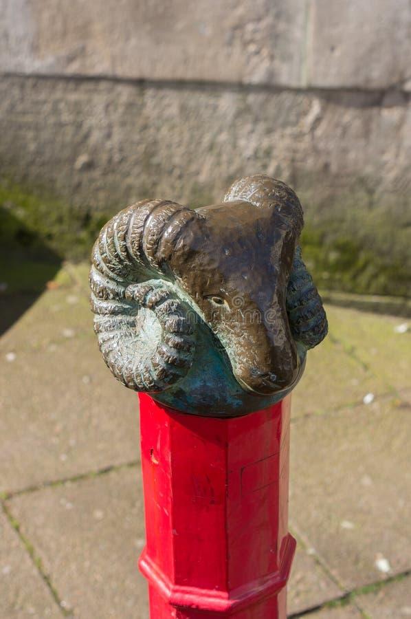 Poste de amarração com o finial em Norwich, Norfolk, Inglaterra fotografia de stock
