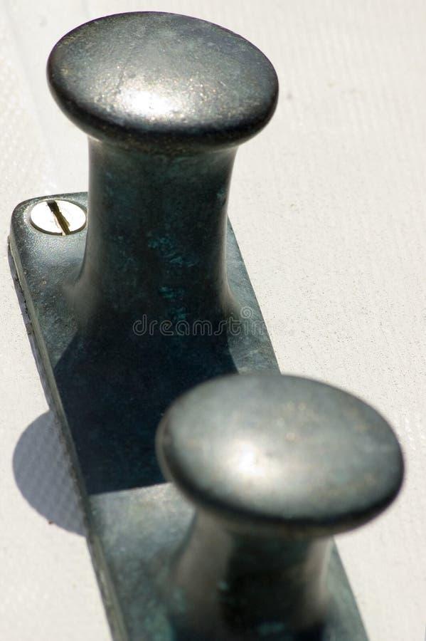 Poste de amarração de bronze imagem de stock