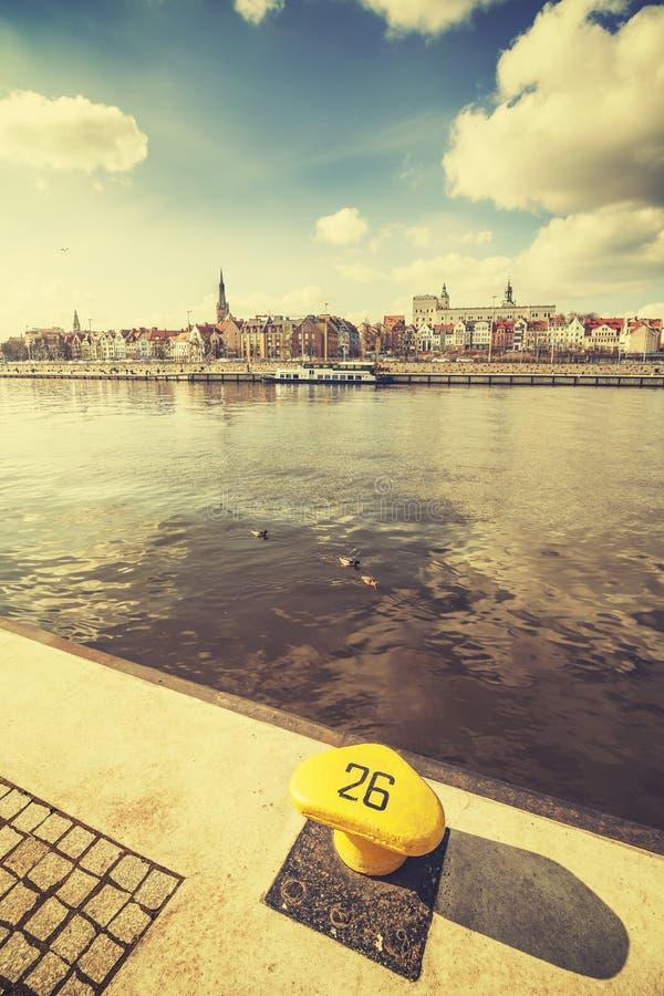 Poste de amarração estilizado retro pela margem de Szczecin, Polônia fotografia de stock royalty free