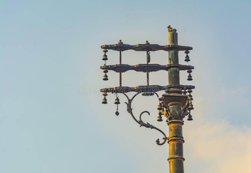 Poste de la bandera del templo grande de Thanjavur fotografía de archivo