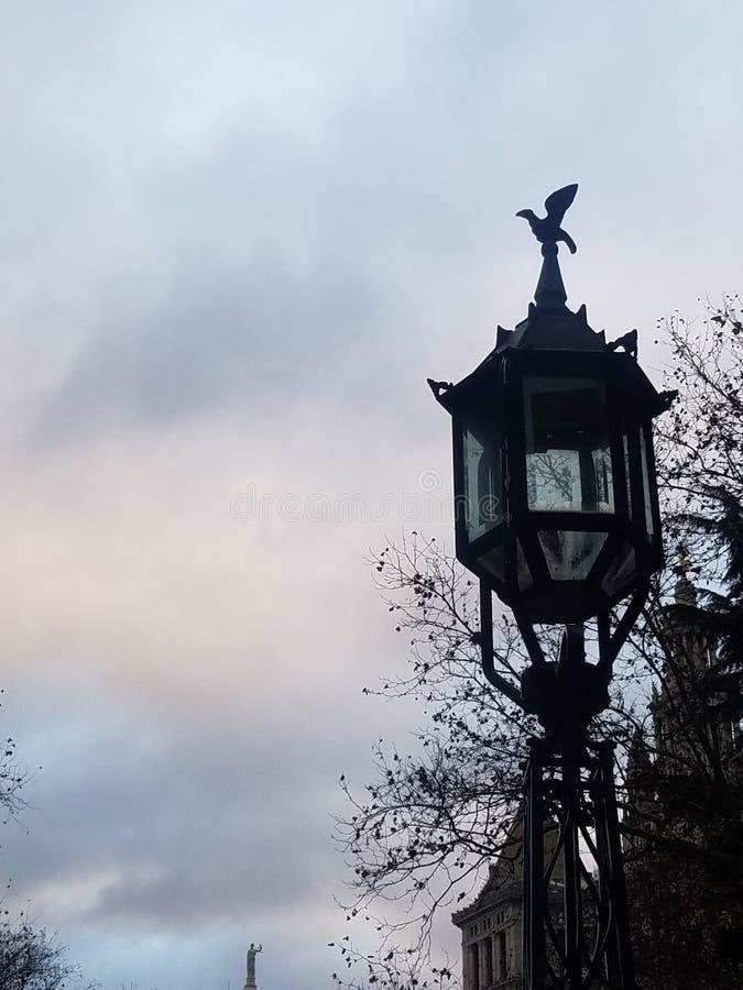 Poste de luz velho da lanterna na cidade Hall Park em mais baixo Manhattan New York City imagens de stock royalty free