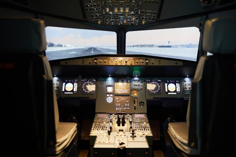 Poste de pilotage moderne avec l'illumination photographie stock