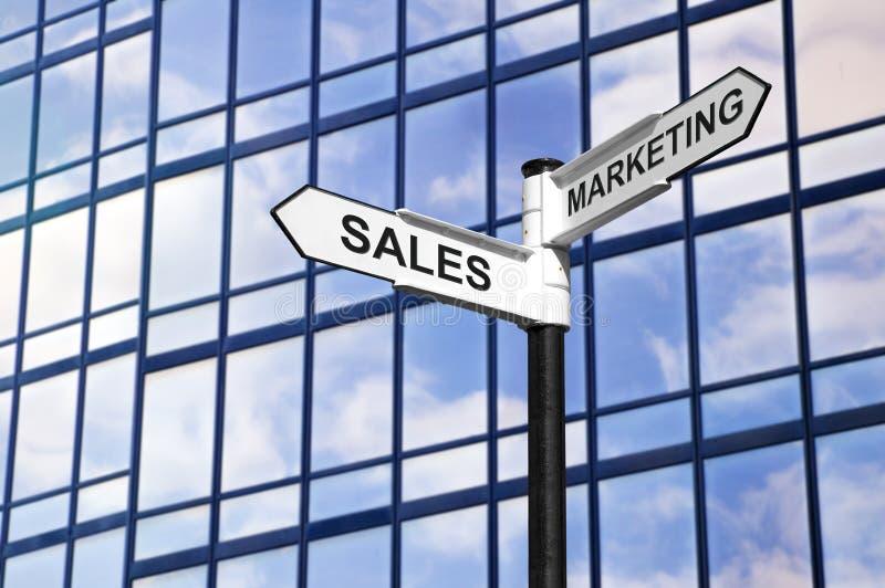 Poste indicador del asunto de las ventas y de la comercialización foto de archivo