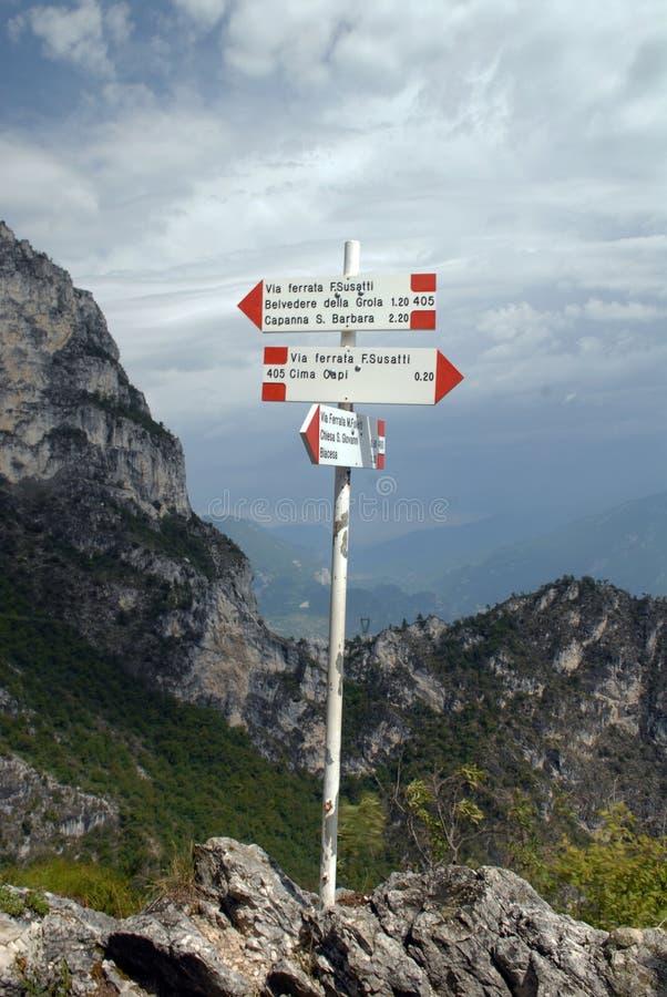 Poste indicador - vía ferrata en Italia imagenes de archivo