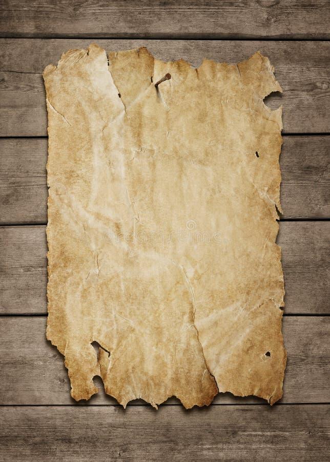 Poster em branco no fundo de madeira imagens de stock