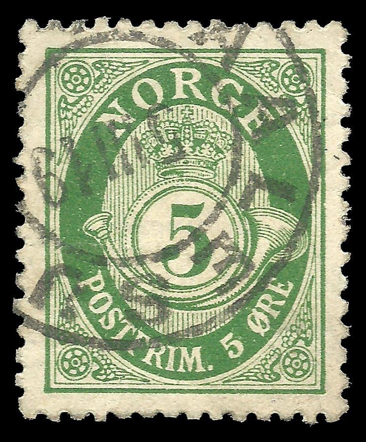 Posthorn NORGE in Roman Capitals op postzegel van 5 ertskosten royalty-vrije stock foto
