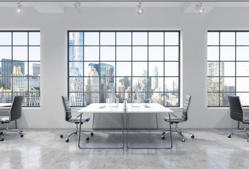 Posti di lavoro in un ufficio moderno luminoso dello spazio aperto del sottotetto Le Tabelle sono fornite di computer moderni Vis illustrazione vettoriale