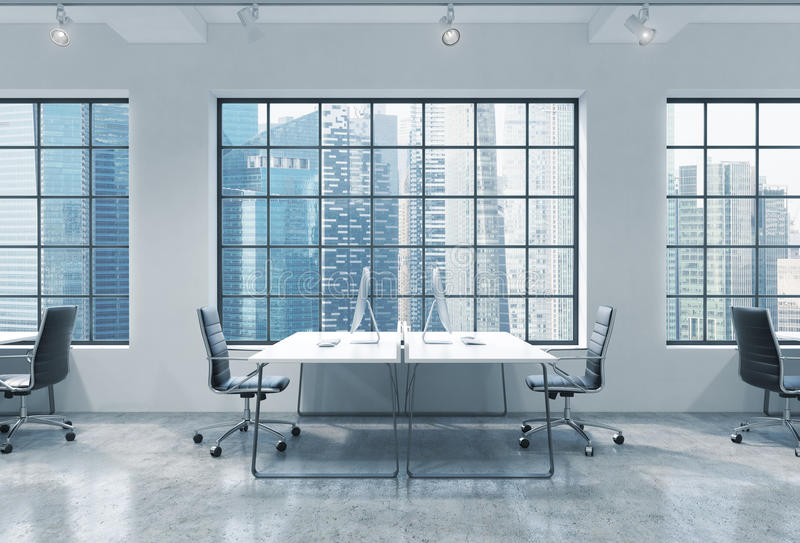 Posti di lavoro in un ufficio moderno luminoso dello spazio aperto del sottotetto Le Tabelle sono fornite di computer moderni Vis royalty illustrazione gratis