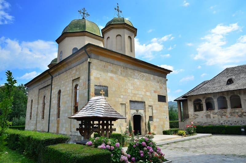 Posti rumeni - monastero di Negru Voda fotografie stock