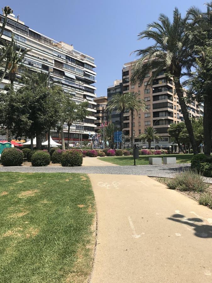 Posti unici, bolle di sapone, spiaggia, estate, yacht in porto di Alicante immagine stock