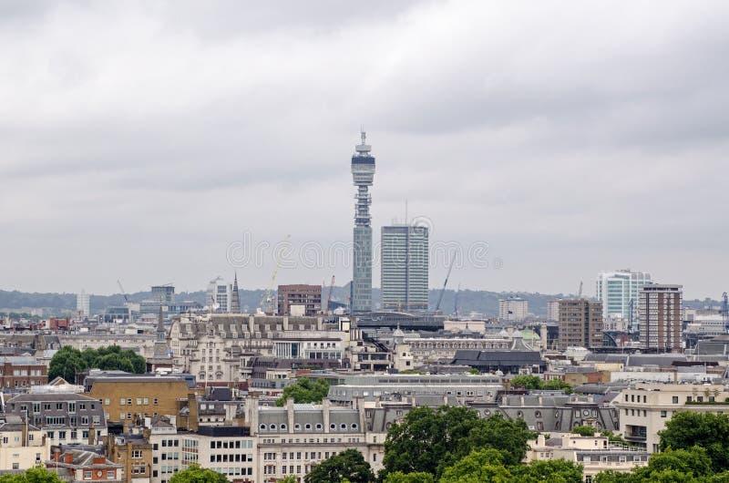 Postkantoortoren en daken van Mayfair, Londen royalty-vrije stock foto