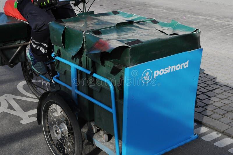 POSTNORD dostawy TRZY koła rower zdjęcie royalty free