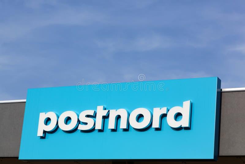 Postnord logo på en vägg fotografering för bildbyråer