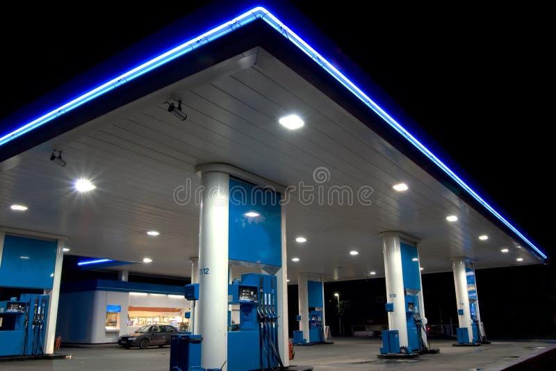 Posto de gasolina azul imagens de stock
