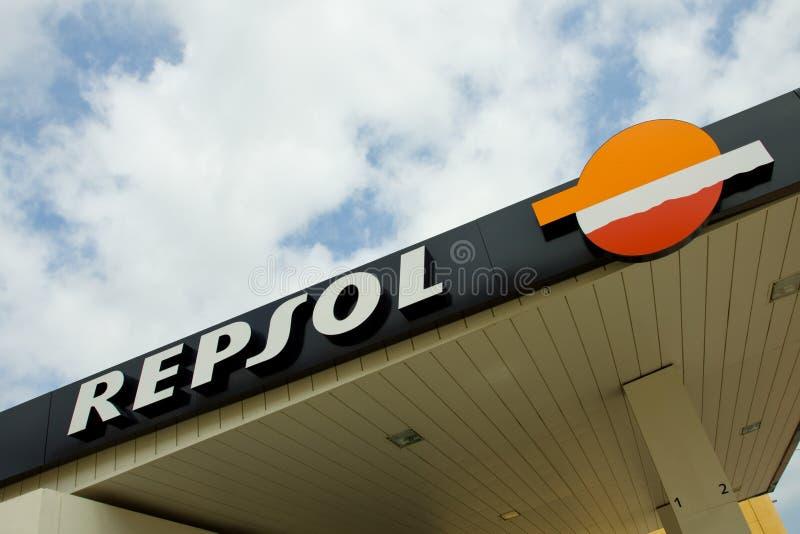 Posto de gasolina de Repsol fotografia de stock royalty free