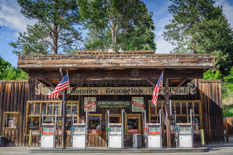 Posto de gasolina e loja ocidentais do estilo de Winthrop foto de stock royalty free