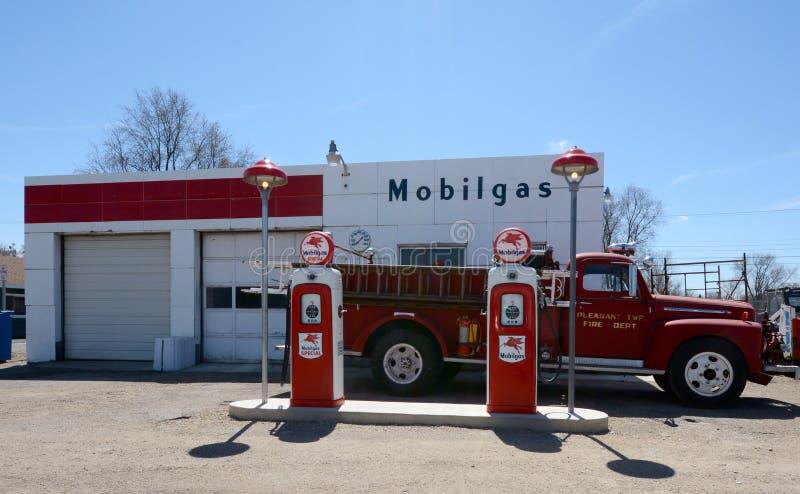 Posto de gasolina retro imagem de stock royalty free