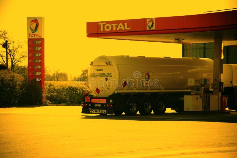 Posto de gasolina total fotografia de stock