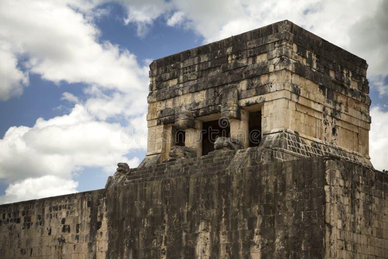 Posto di guardia maya in rovine antiche nel Messico fotografia stock