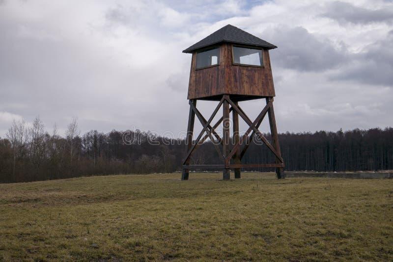 Posto di guardia militare in un campo di concentramento immagini stock