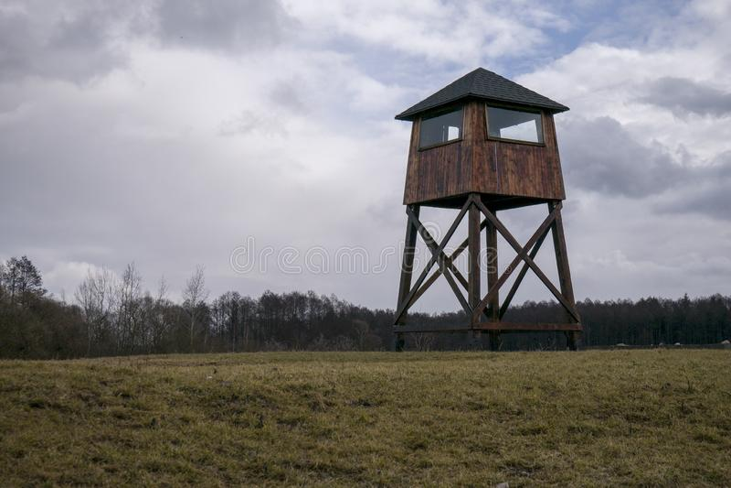 Posto di guardia militare in un campo di concentramento fotografie stock libere da diritti