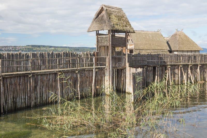 Posto di guardia su una diga di legno fotografia stock