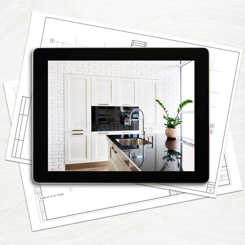 Posto di lavoro del progettista con il computer digitale della compressa fotografia stock