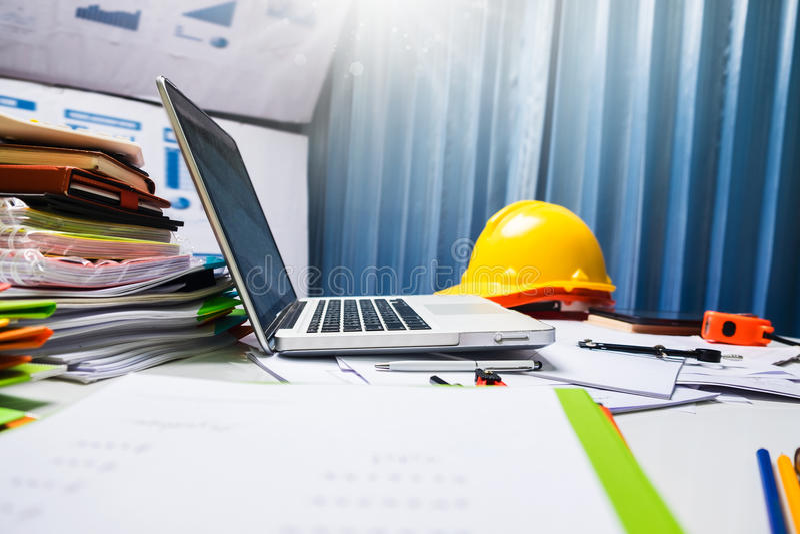 Posto di lavoro della tavola dello scrittorio di ingegneria dell'architetto immagine stock libera da diritti