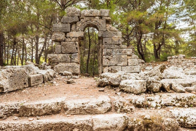 Posto di pietra in punto di riferimento storico antico di Phaselis Faselis della città della Turchia immagine stock libera da diritti