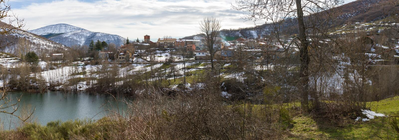 Posto montagnoso di Otero de Guardo a Palencia nell'inverno fotografia stock libera da diritti