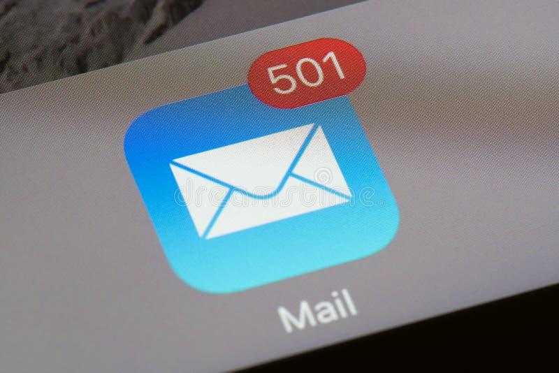 Postpictogram met ongelezen e-mailtelling stock foto
