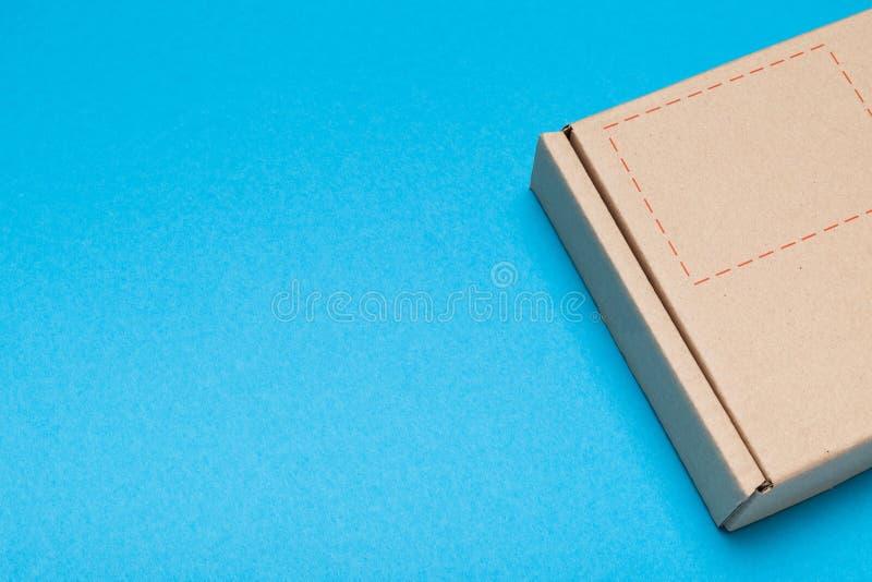 Postpost, de dienst van de pakketlevering Exemplaarruimte voor tekst stock afbeeldingen
