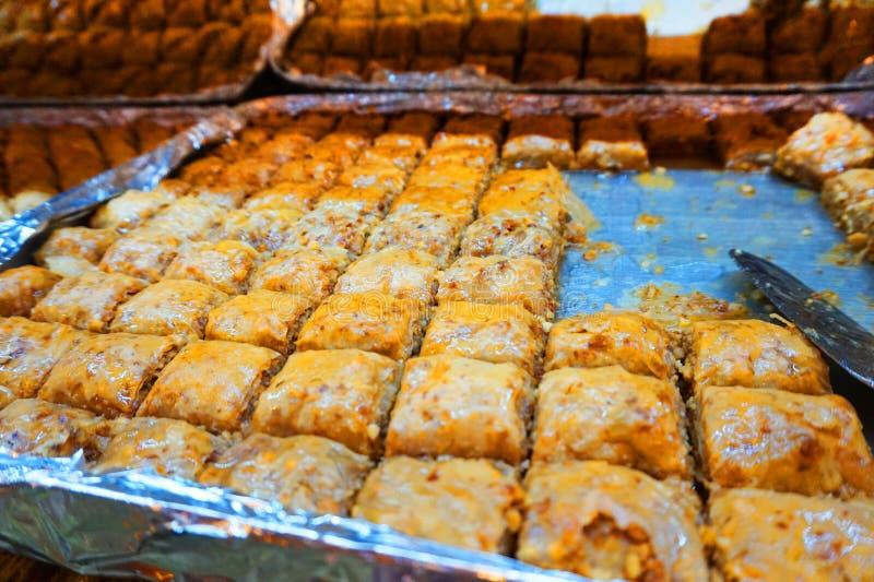 Postre-baklava árabe tradicional, el concepto de celebrar el mes santo del Ramadán y de Eid al-Fitr, fondo de la comida, dulce imagen de archivo libre de regalías