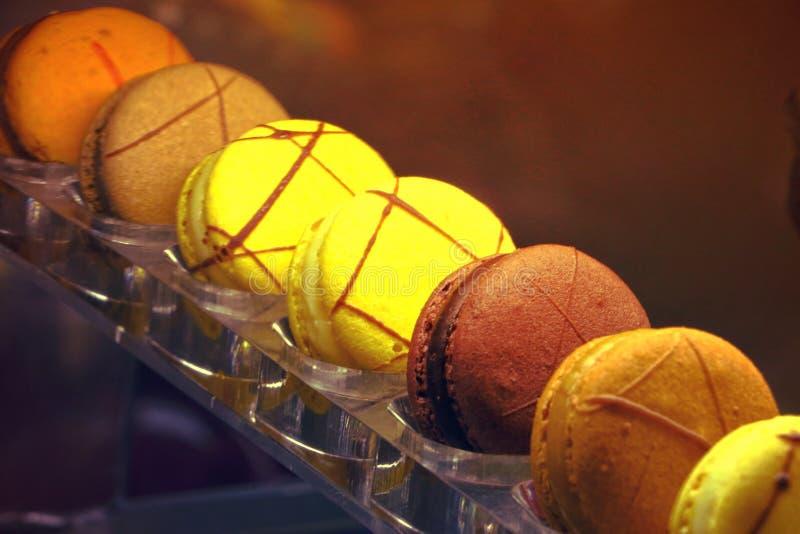 Postre colorido dulce delicioso Dubai, UAE de los macarrones el 28 de junio de 2017 fotos de archivo