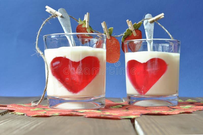 postre con el yogur y la jalea foto de archivo