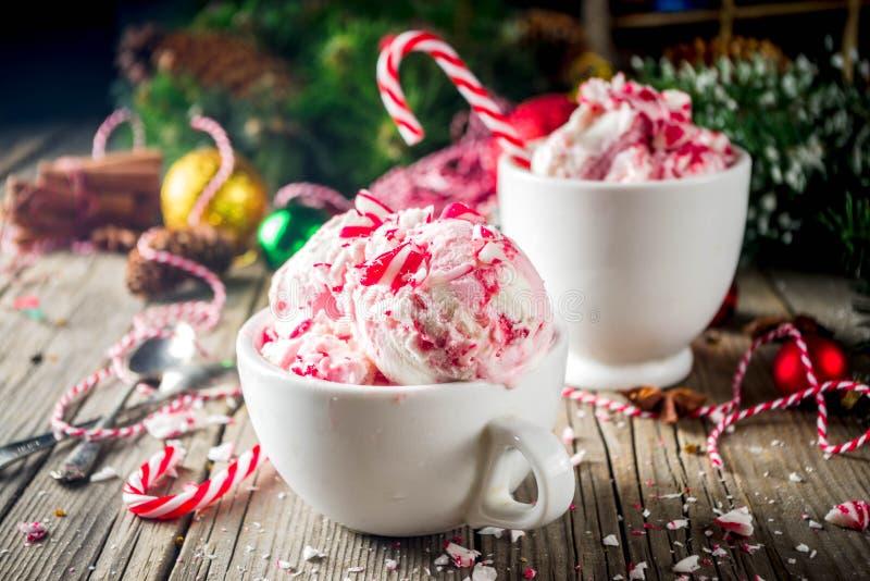 Postre de la Navidad, caramelo de hierbabuena hecho en casa Cane Ice Cream foto de archivo libre de regalías