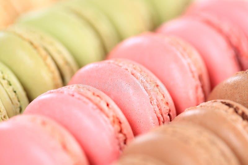 Postre de las galletas del primer de los macarrones de Macarons de Francia fotos de archivo libres de regalías