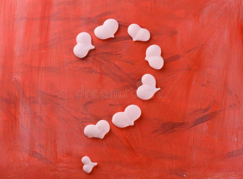 Postre delicioso, apetitoso, pikatny Melcochas bajo la forma de osos con un corazón Osos del corazón fotos de archivo