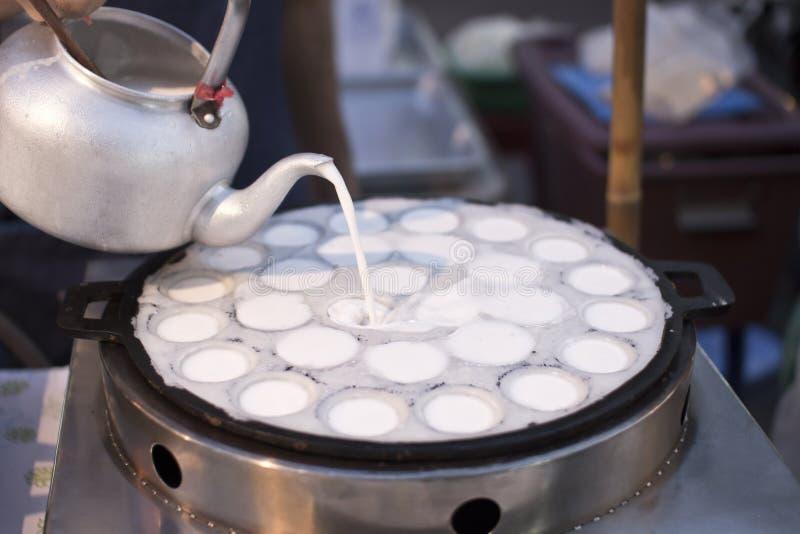 Postre frito caramelo tailandés en cocinar fotografía de archivo