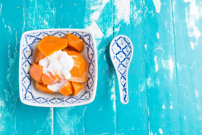 Postre tailandés de la comida: Patata dulce (mandioca o tapiopca) en jarabe foto de archivo libre de regalías