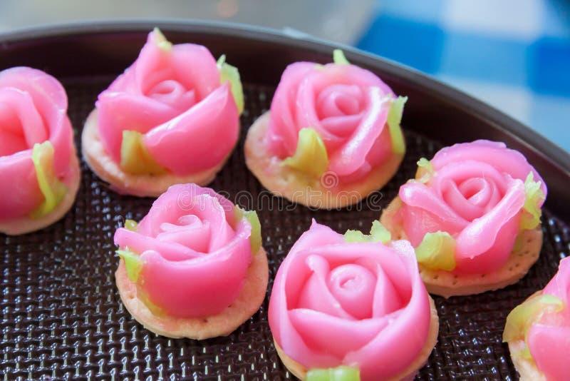 Download Postre Tailandés Tradicional En Forma Color De Rosa Imagen de archivo - Imagen de fresco, cocinero: 64207115