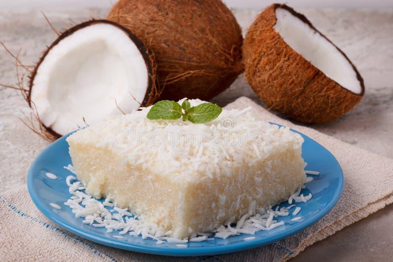 Postre tradicional brasileño: pudín de tapioca dulce del cuscús imagen de archivo libre de regalías