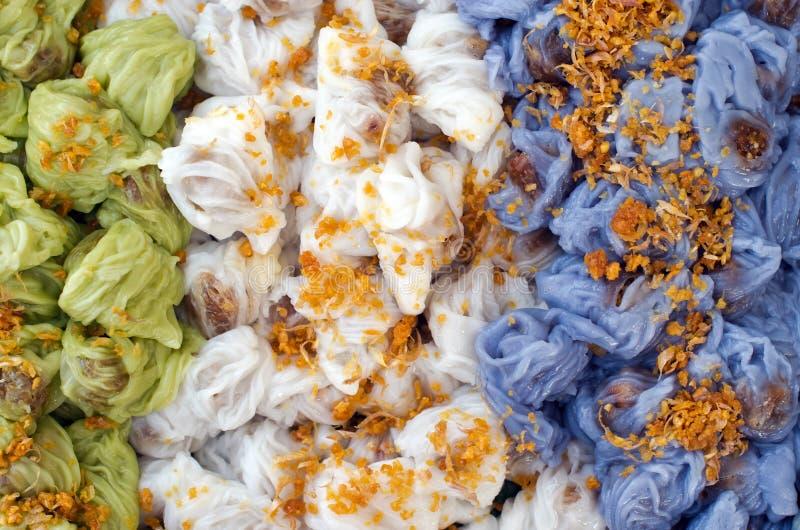 Postre tradicional tailandés, bolas de masa hervida cocidas al vapor de la piel del arroz hechas de imagen de archivo libre de regalías