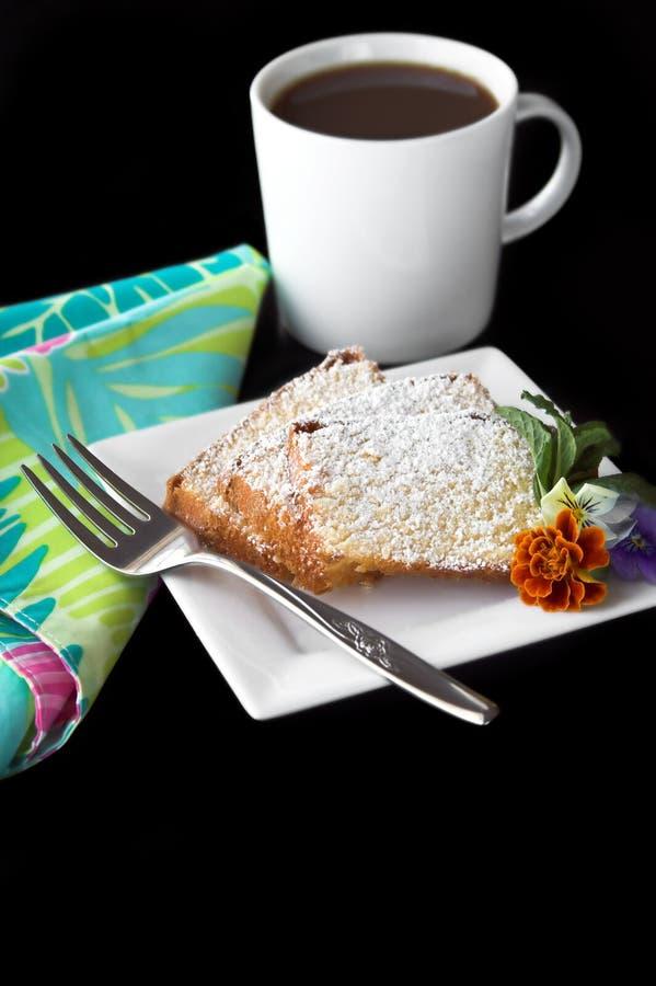 Postre y café de la torta de libra imagen de archivo