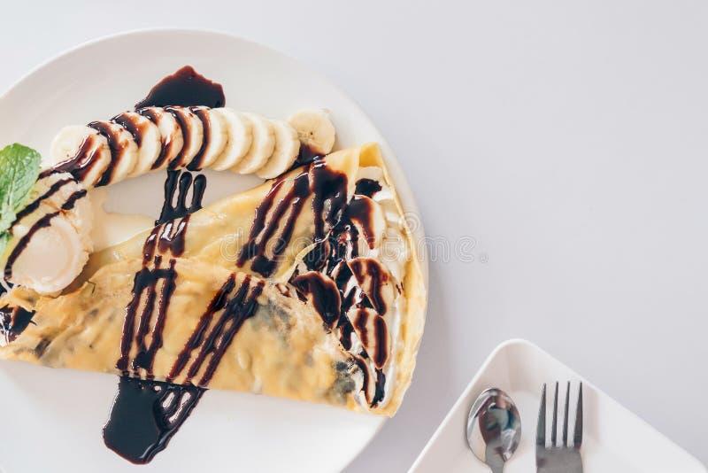 Postres japoneses del crespón frío del plátano, crespón con el plátano y chocolat imágenes de archivo libres de regalías