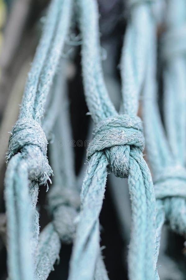 Postrzępionych kępek netto łódź rybacka obrazy stock