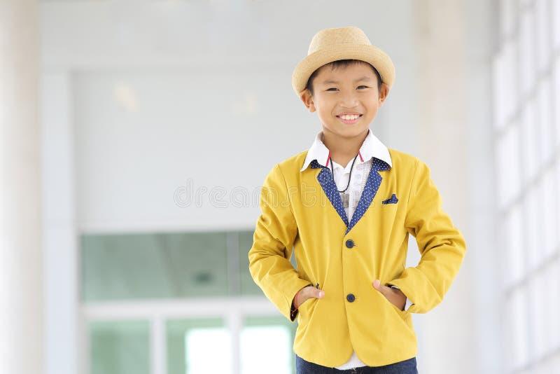 Posts asiáticos hermosos del muchacho imágenes de archivo libres de regalías