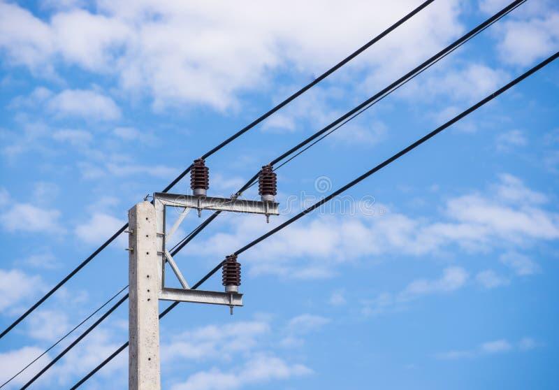 Posts eléctricos y cielo claro imagen de archivo libre de regalías