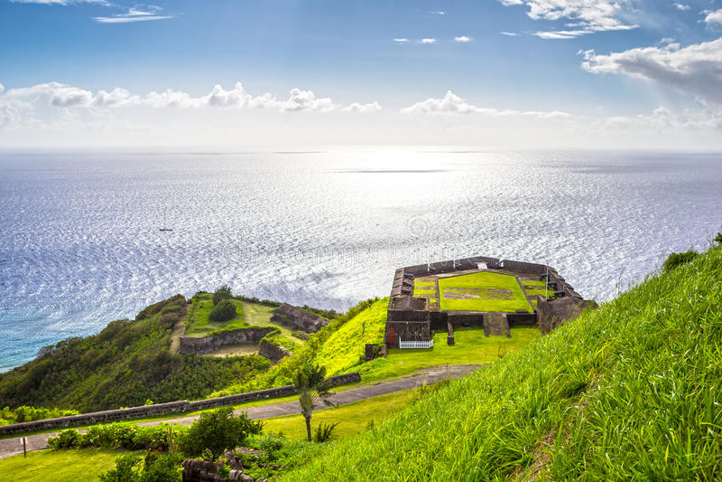 Posts militares en fortaleza de la colina del azufre, el santo San Cristobal y Nevis fotografía de archivo